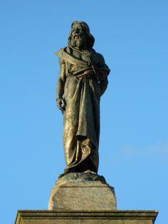 Estátua de Tiradentes na parte superior do monumento no centro da Praça Tiradentes em Ouro Preto (Foto: Sylvio Bazote) # Minas Gerais # MG # Brasil
