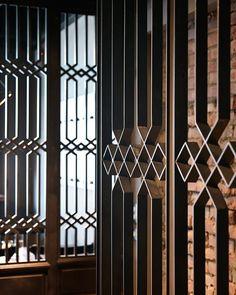 "Képtalálat a következőre: ""r&d cocktail lab"" Window Grill Design, Screen Design, Door Design, Wall Design, Partition Screen, Partition Design, Architecture Details, Interior Architecture, Joinery Details"
