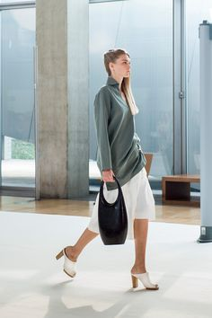 30. Vareuse in washed cotton-linen gabardine, asymmetrical skirt in crispy cotton poplin, bag in molded leather and heeled mules in leather