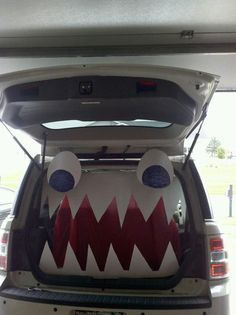 So easy and cheap Trunk or Treat idea!