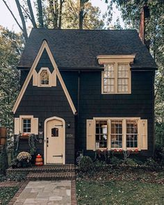 Cottage with paved walk, and brick front steps. Cottage with paved walk, and brick front steps. Style At Home, Cute House, Tiny House, Cottage Homes, Tudor Cottage, Brick Cottage, Garden Cottage, Cottage House Designs, Cottage Front Doors
