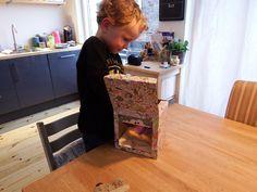 Ifan - het zoontje van blogster Charlotte - vindt #CHUCKFAMILY #spaarpot Ollie helemaal te gek! Als hij naar school moet, is Ifan zelfs een beetje bezorgd. Daarom laat hij z'n knuffelbeer Harry op Ollie letten! Meer lezen? http://lovelycharlotte.nl/sparen-is-leuk-chuck/