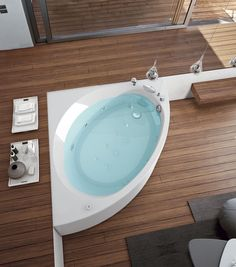 All relax and no play for this hydromassage, bathtub and shower by Gruppo Geromin, design Franco Bertoli