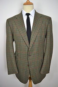 A CLASSIC VINTAGE BROOK TRAVERNER WOOL BLAZER.    Item Description:        A MEN'S UK 42 LARGE REGULAR (detailed measurements given below). Green colour. Two buttons (all original). Three external flapped pockets at the waist and a slit pocket at the left breast. Triple button cuffs. Made from PURE NEW WOOL. Gold lining with four inside pockets. Double vented. Genuine British vintage made by Brook Traverner. Excellent condition. Dry cleaned and steam pressed before being listed.