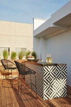 Outdoor bar with patterned tile