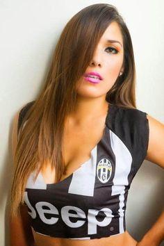 32 Smokin Hot Reasons Why You Should Support Italian Football League Giants Juventus Italian Football League, Hot Football Fans, Football Girls, Soccer Fans, Football Outfits, South American Women, Juventus Soccer, Hot Country Girls, Hot Cheerleaders