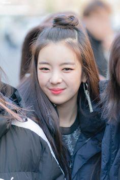 Kpop Girl Groups, Korean Girl Groups, Kpop Girls, Woozi, Baekhyun, Ulzzang Korean Girl, Fandom, Summer Baby, New Girl