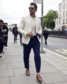 All The Best Street Style From Men's Fashion Week Gentleman Mode, Gentleman Style, Best Street Style, Cool Street Fashion, David Gandy Style, David Gandy Suit, Cute Outfits With Leggings, London Fashion Week Mens, Mode Style