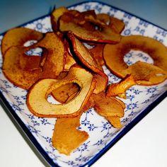 Chips de maçã: simples e saboroso! Um snack saudável para ter sempre à mão. Apple Chips, Tapas Food, Box Lunches, Desserts, Simple, Recipes