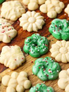 christmas cookies spritz Weihnachtspltzchen Perfect Spritz Cookies are buttery, festive cookies that are classic and nostalgic! This easy and foolproof recipe makes beautiful cookies perfect for your holiday platter. Spritz Cookie Recipe, Spritz Cookies, Galletas Cookies, Xmas Cookies, Cookie Recipes, Yummy Cookies, Cinnamon Cookies, Cinnamon Cake, Biscotti Recipe