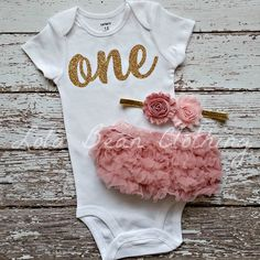 PREORDER First Birthday Outfit Girl- Birthday Girl Outfit- Pink and Gold First Birthday Outfit- Birthday bloomers Outfits Gold First Birthday Outfit, Pink And Gold Birthday Party, Baby Girl 1st Birthday, Unicorn Birthday, First Birthday Pics, Pink Und Gold, Rose Gold, Minnie Mouse, Cake Smash Photography