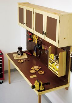 Space-Saving Work Center Woodworking Plan from WOOD Magazine Workbench Plans, Woodworking Workbench, Woodworking Projects, Woodworking Videos, Workbench Top, Workbench Designs, Woodworking Joints, Woodworking Classes, Woodworking Furniture
