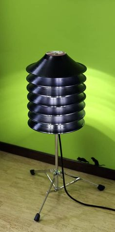 lights, upcycled This floor lamp is made from upcycled vinyl records and a drum stand, perfect for a music lover! Vinyl Record Crafts, Vinyl Crafts, Diy Vinyl Projects Records, Record Decor, Record Art, Cool Lamps, Unique Lamps, Old Records, Vinyl Records