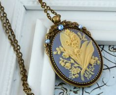 Noble cameo necklace in antique style with lily of the valley, vintage jewelry, cameo jewelry, baroque necklace, flower necklace - pinned by pin4etsy.com