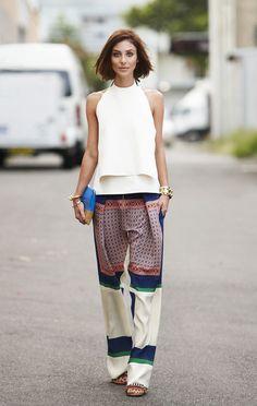Pantalones patchwork fresquitos con top liso que le aporta luz