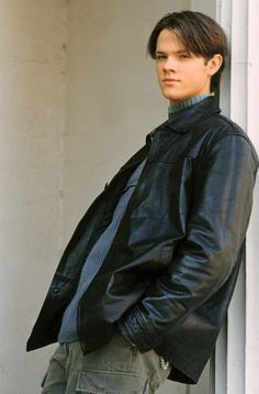 Gilmore Girls' Dean Forester, played by Jared Padalecki. Gilmore Girls Funny, Rory Gilmore, Jared Gilmore, Stars Hollow, Beautiful Boys, Pretty Boys, Glimore Girls, Sam Winchester, Winchester Supernatural
