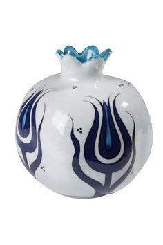 Iznik Ceramics and Tiles Blue Pottery, Pottery Plates, Pottery Art, Turkish Art, Turkish Tiles, Ceramic Clay, Ceramic Vase, Pomegranate Art, Pottery Designs