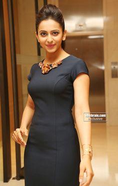 Rakul Preet Singh Sexy Stills at Samsung Galaxy Edge Launch Indian Celebrities, Beautiful Celebrities, Beautiful Actresses, Cute Beauty, Most Beautiful Indian Actress, South Indian Actress, Beautiful Gorgeous, India Beauty, Indian Girls