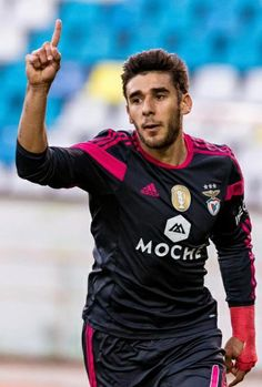 Salvio today scored 2 goals against Marítimo. Great player! Idol!
