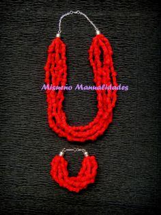 Conjunto de collar y pulsera de trapillo rojo con nudos montados con cadena plateada.  www.misuenyo.com / www.misuenyo.es