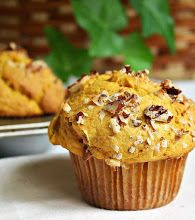 Jane's Sweets & Baking Journal: Fluffy Pumpkin Muffins with Coconut and Pecans . Get a Handle on Your Pumpkin! Sweet Potato Pound Cake, Sweet Bread, Bumbleberry Pie, Just Desserts, Dessert Recipes, Brunch Recipes, Yummy Recipes, Pumpkin Breakfast, Zucchini