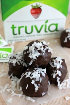 Dark Chocolate Coconut Truffles – An easy and simple recipe that combines coconut and dark chocolate for a deliciously rich and sweet treat minus the guilt! Sugar Free Sweets, Sugar Free Recipes, Candy Recipes, Sweet Recipes, Dessert Recipes, Healthy Treats, Healthy Desserts, Delicious Desserts, Coconut Truffles