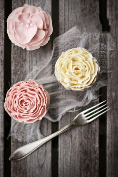 Little flower cakes--try pretty little cupcakes instead of a giant cake!