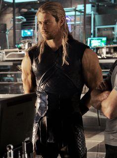 "Thor (""Avengers: Age of Ultron"") Chris Hemsworth Thor, Thor Wallpaper, Iphone Wallpaper, Black Widow Natasha, The Mighty Thor, Avengers Age, Man Thing Marvel, Loki Thor, Marvel Characters"