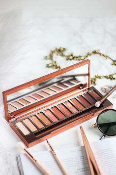 If there is one warm neutral palette that you need, it is the Naked Heat one. Amazing shades, very unique and long lasting formula and for soft glam makeup lovers absolutely essential! More on www.nikolamills.com