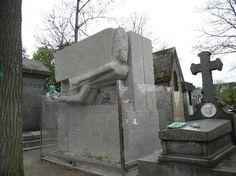 Pere-Lachaise Cemetery: Oscar Wilde's Grave