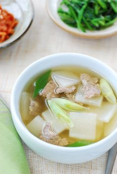 The thinly sliced beef is seasoned with Korean soup soy sauce and sautéed before being boiled in water. The result is a broth with deep flavors that deliciously complements the white radish. Korean Soup Recipes, Asian Recipes, Healthy Recipes, Ethnic Recipes, Asian Desserts, Healthy Food, Korean Side Dishes, Korean Street Food, South Korean Food