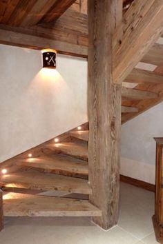 Amazing chalet design to your winter chalet. Spiral Stairs Design, Spiral Staircase, Staircase Design, Chalet Design, House Design, Rustic Stairs, Wooden Stairs, Cabin Homes, Log Homes