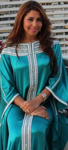 Le caftan, appelé également takchita dans sa version moderne, est l'un des vêtements emblématique du Maroc. D'origine romaine et Andalous, le caftan marocain a...