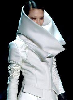 Futuristic Look / Futuristic Style. Ai Tominaga at Gucci by Tom Ford, Fall White Fashion, Look Fashion, Fashion Details, Fashion Design, Fashion Trends, 80s Fashion, Milan Fashion, Runway Fashion, Future Trends
