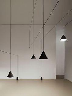 String Light Cone Head diseñada por Michael Anastassiades