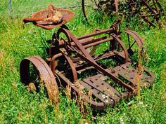 Old farm equipment Tractor Seats, Tractor Implements, Old Farm Equipment, Old Tractors, Farms Living, Horse Drawn, Old Barns, Covered Bridges, Outdoor Furniture