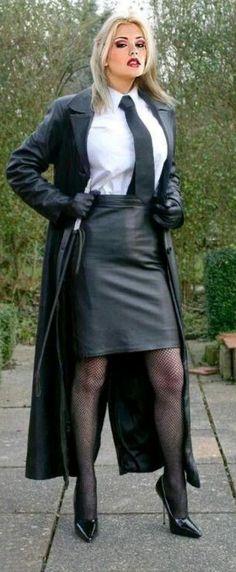 "firerope: ""femaledominatrix: ""mistress in leather/ "" If only "" Elegantes Outfit Frau, Mode Latex, Leder Outfits, Leather Corset, Fetish Fashion, Leather Dresses, Long Leather Skirt, Leather Fashion, Mistress"