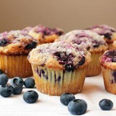 Muffins βατόμουρου με λίγες θερμίδες | Κλινικός Διαιτολόγος MSc Θεσσαλονίκη Raisin Muffins, Lemon Muffins, Just Desserts, Dessert Recipes, Alcohol Cake, Fruit Crumble, Muffin Mix, Blue Berry Muffins, Love Food