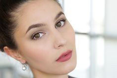 A polished and sophisticated makeup for work - ideal for an office or a job…
