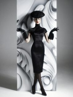 My favorite Argentine Designer Pablo Ramírez - Divas, Harpers Bazaar, Couture Fashion, All Black, What To Wear, High Waisted Skirt, Vintage Fashion, High Neck Dress, Bodycon Dress