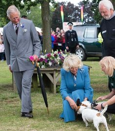 Prince Charles, Prince of Wales and Camilla, Duchess of Cornwall meet some dogs as they attend Sandringham Flower Show at Sandringham on July 2015 in King's Lynn, England. Camilla Duchess Of Cornwall, Royal Uk, Prinz Harry, Camilla Parker Bowles, Hm The Queen, Elisabeth Ii, Royal Engagement, Duke And Duchess, Duchess Kate