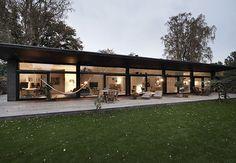 Børnefamilien havde grunden i Nordsjælland. De kunne bare ikke finde det rigtige hus til den - indtil de så arkitekt Werner Mathies' typehus. De valgte dog deres egen udgave i mursten og med ekstra kvadratmeter.