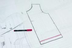 Kostenloses Schnittmuster: Sweatjacke für Kinder nähen | Snaply-Magazin Baby Sewing, Hoodies, Sweatshirts, Sewing Patterns, Sweaters, Blog, Dressmaking, Tutorial Sewing, Knit Jacket