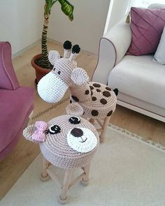 Image could contain: indoor Crochet Crafts, Crochet Dolls, Crochet Projects, Crochet Baby Clothes, Crochet Animals, Crochet For Kids, Baby Knitting, Diy And Crafts, Gift Ideas