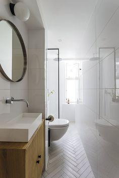 5 gode råd til dig, der skal renovere et lille badeværelse - Best Pins Bathroom Red, Boho Bathroom, Large Bathrooms, Bathroom Styling, Amazing Bathrooms, Modern Bathroom, Small Bathroom, Bathroom Lighting, Master Bathroom