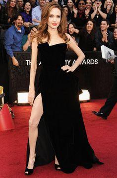 Angelina Jolie de Versace en la entrada de los Oscar 2012
