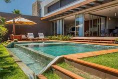 piscina e deck Small Swimming Pools, Small Backyard Pools, Small Pools, Swimming Pool Designs, Outdoor Pool, Outdoor Decor, Pergola Patio, Pergola Plans, Rustic Pergola