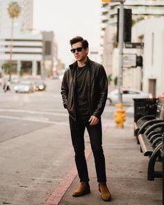 Na imagem, Brock McGoff (1,67m!!) demonstra como uma calça mais justa alonga o visual. A melhor saída é sempre recorrer as peças sob medida. Podem ser mais caras, mas são sempre mais duradouras e te vestem muito melhor!! Short Outfits, Cool Outfits, Fashion Outfits, Nyc Mens Fashion, Urban Street Style, Street Styles, Layering Outfits, Casual Styles, Men Style Tips