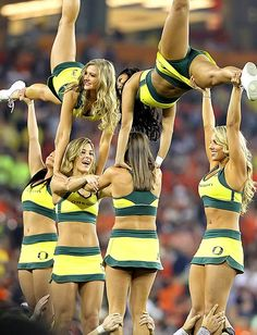 Cheerleaders oregon basketball