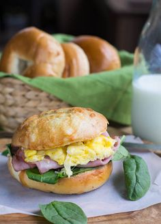 A ham, egg and cheese bagel sandwich with spinach makes a hearty breakfast. Hot Brown, Breakfast Time, Breakfast Recipes, Brunch Recipes, Breakfast Ideas, Oreo, Cheese Bagels, Bagel Sandwich, Little Lunch